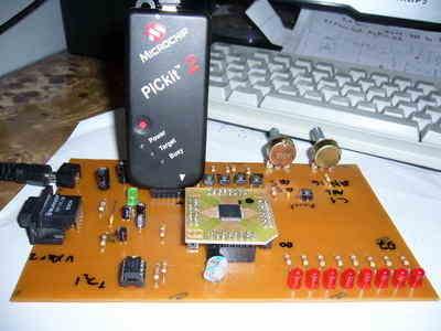 Simple  DSPIC Experiment Development Board