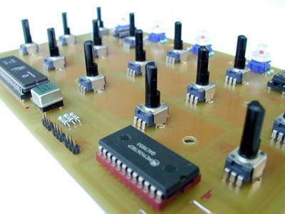 PIC17C77 Midi Control Circuit MC14067