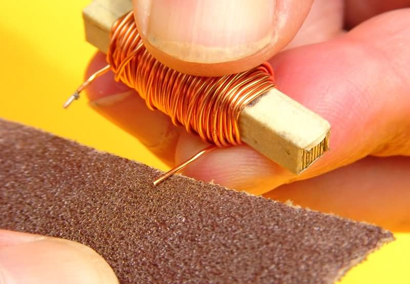 removing-insulation-from-the-tips-of-the-coils-crossover