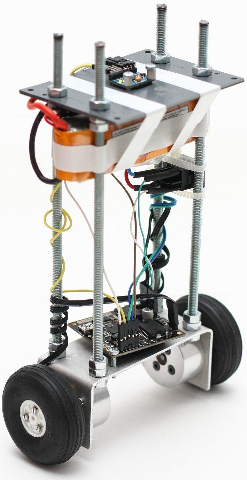 mobil-robot-accelerometer-inverse-pendulum-i2c-bus-modeling-simulation-matlab-simulink-mpu605