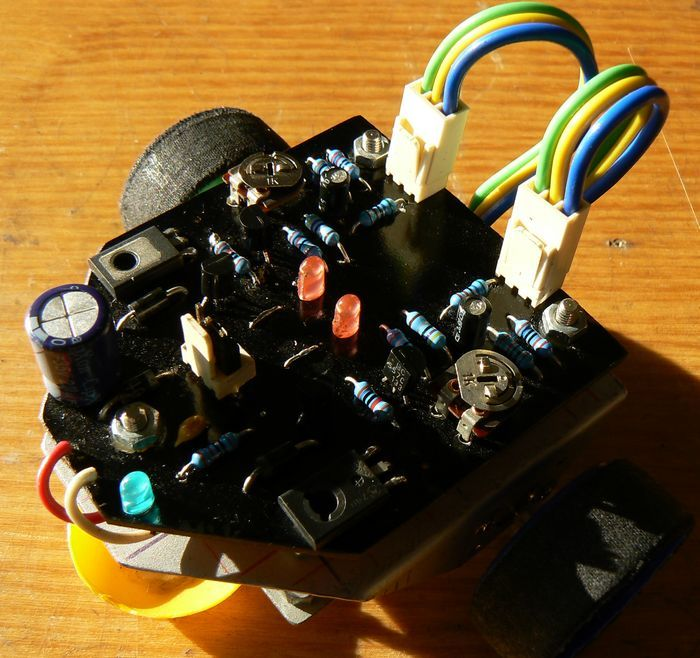 advanced-line-is-powered-by-a-9v-battery-made-for-the-robot-body