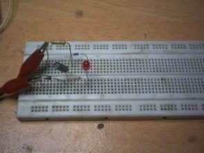 230V AC Voltaj ile Trafosuz Basit Led Flaşör Devresi