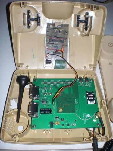 PIC24FJ64GA002-phone-circuit