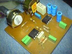 Frekans ayarlı bass filtre crossover devresi