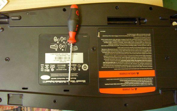 microsoft-wireless-klavye-film-pcb-temizlik-vidalama-toparlama-1