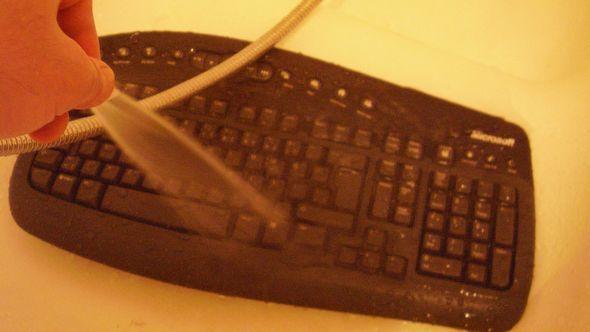 microsoft-wireless-klavye-temizlik-su-yikama-2