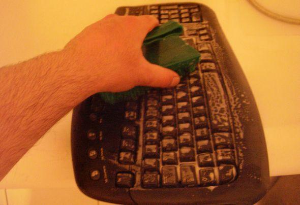 microsoft-wireless-klavye-temizlik-su-yikama-3