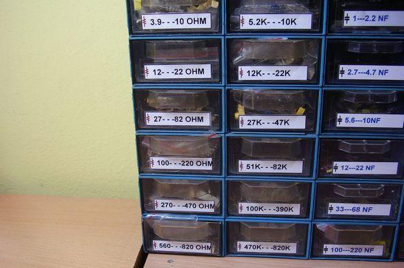 elektronik-komponent-malzeme-cekmecesi-direncler-kondansatorler