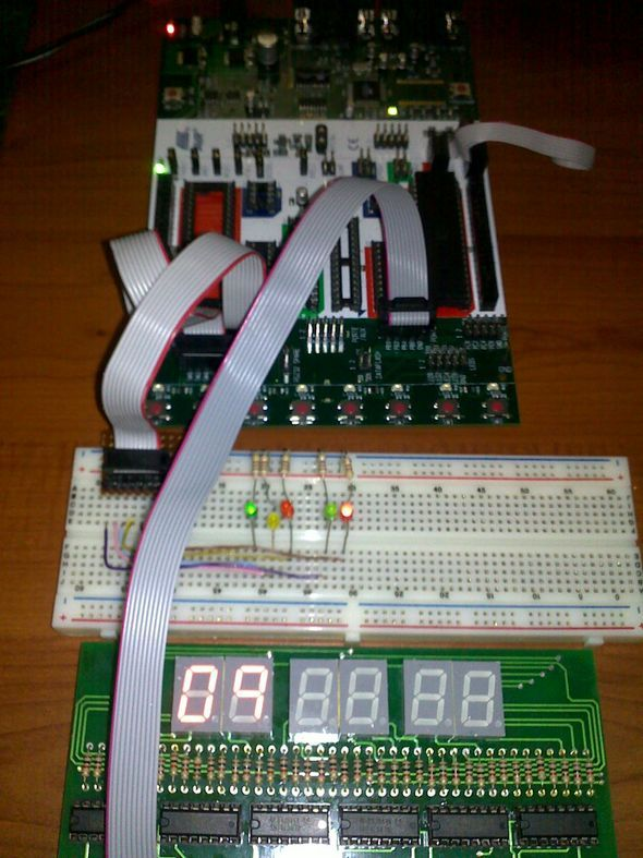 stk500-bread-board-display-atmel-flash-microcontroller