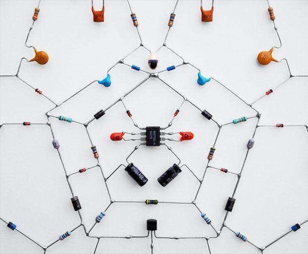 technological-leonardo-ulian-elektronik-art-electronic